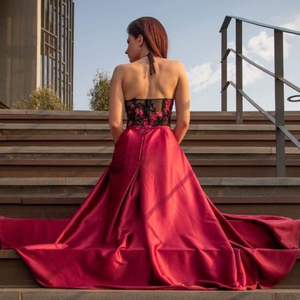 Idealna sukienka studniówkowa kluczem udanego wieczoru i samopoczucia każdej dziewczyny